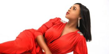 Sexy Female Rapper - Cleo Ice Queen Releases New Song